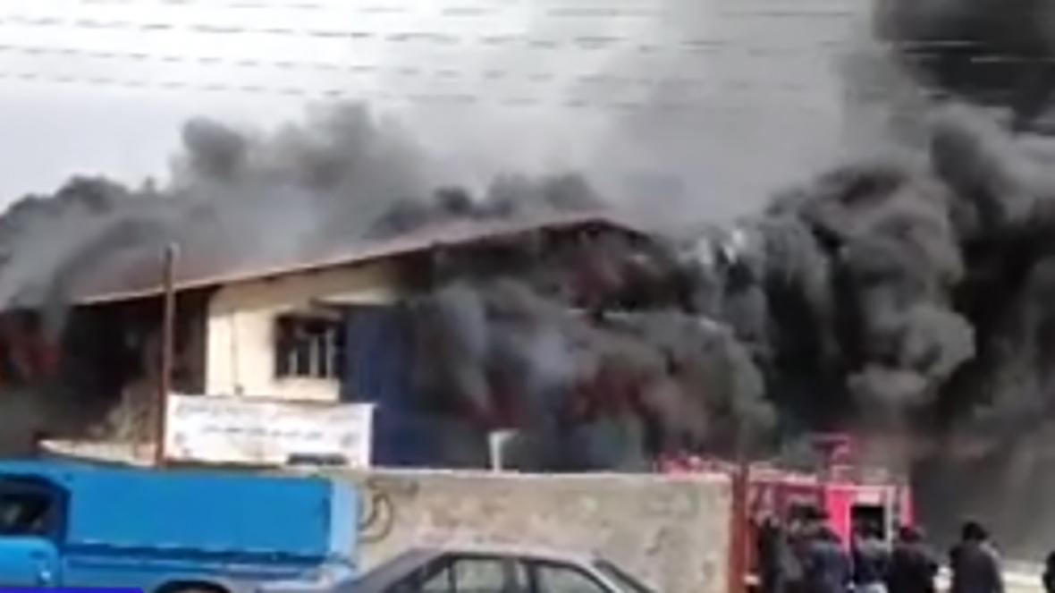 فیلمی از آتش سوزی کارگاه لوازم یدکی خودرو در مشهد
