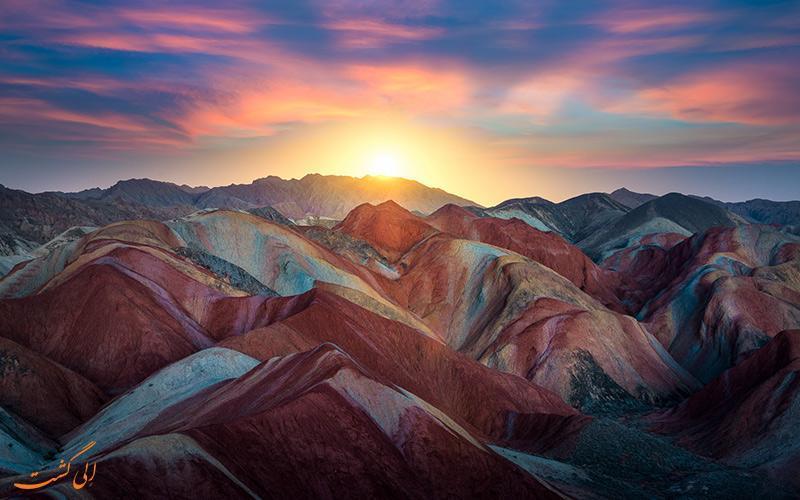 پارک ملی ژانگی دانکسیا، کوهستانی رنگارنگ در چین