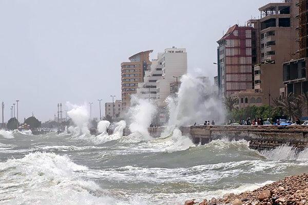 وزش باد شدید و مواج شدن خلیج فارس