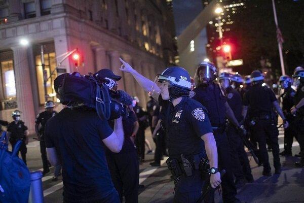 خبرنگاران؛ قربانیانی که از پلیس آمریکا کتک می خورند