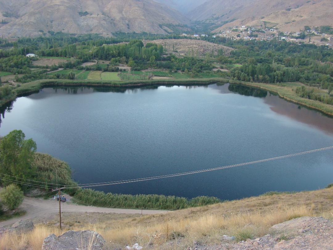 سرازیر شدن فاضلاب ها به دریاچه اوان نگران کننده است