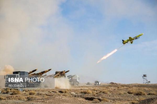 پرواز برد بلند پهپادهای انتحاری در تمرین بزرگ رزم پهپادی ارتش