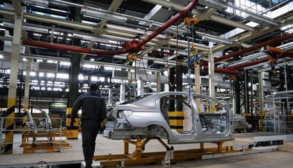 قیمت گذاری خودرو در کمیسیون صنایع بررسی می شود
